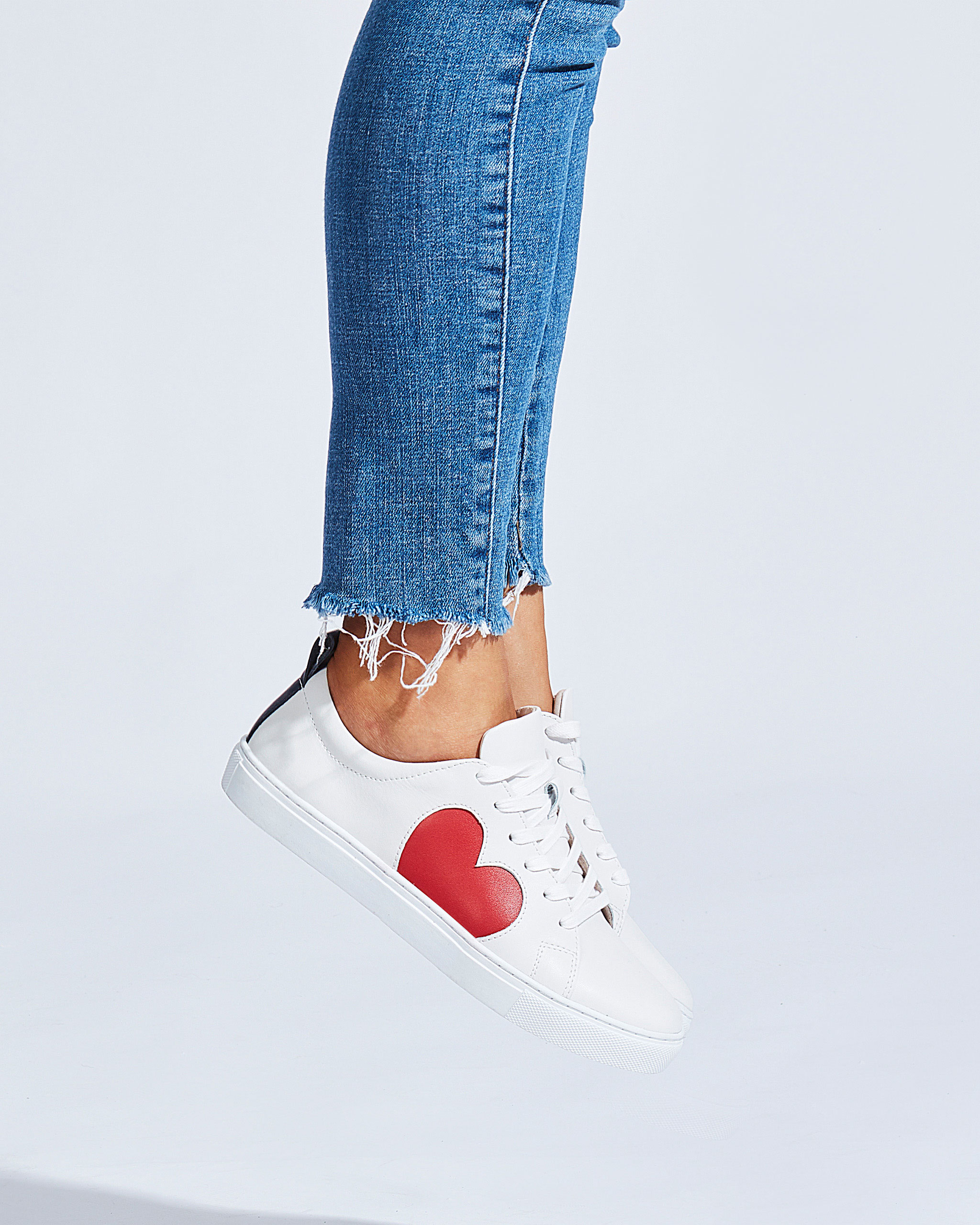 Heart-Sneaker_Red_01